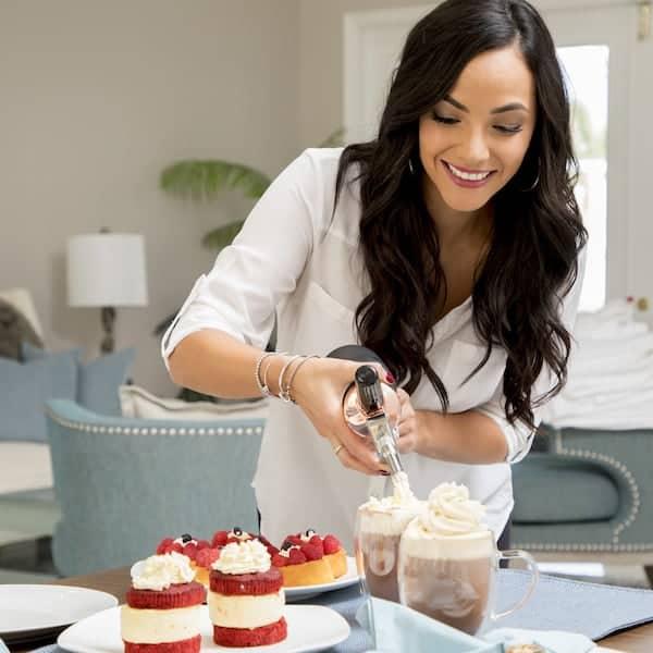 9 Baie Maison Cream Whipper Lifestyle2 600